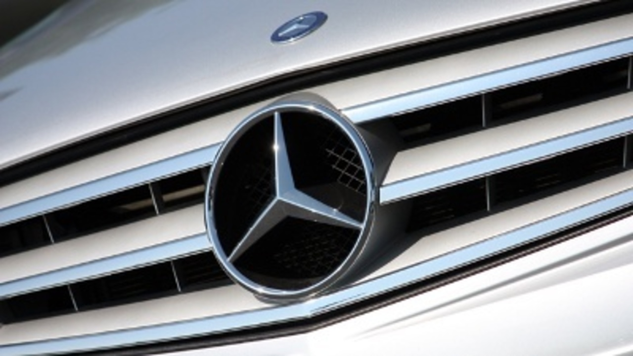 Mercedes benz bringing more jobs to jacksonville wjxt for Mercedes benz carrers