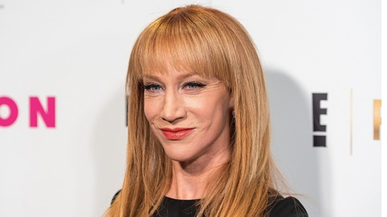 Kathy griffin apologizes for gruesome anti trump photo