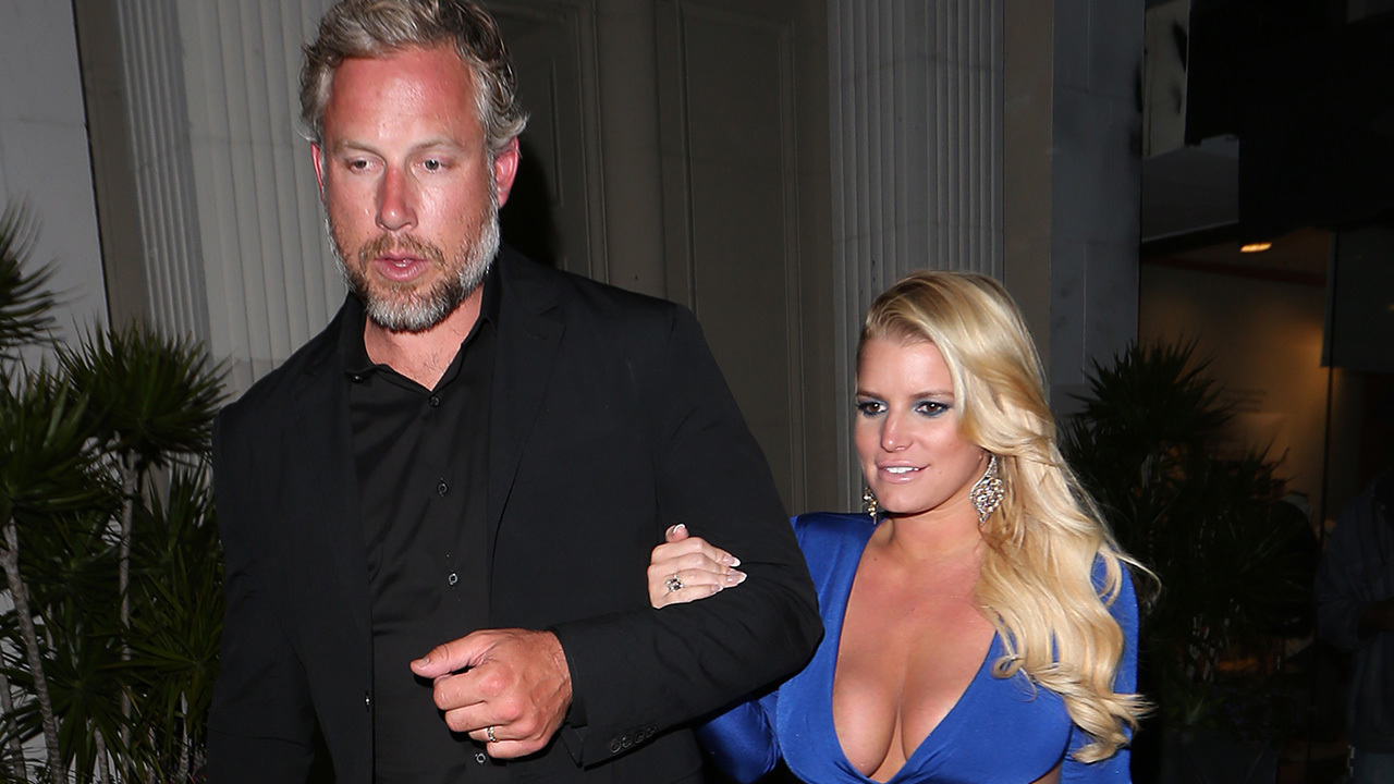 whos jessica simpson dating After four years of dating, jessica simpson and eric johnson are finally set to say i do in montecito, calif on saturday, july 5.