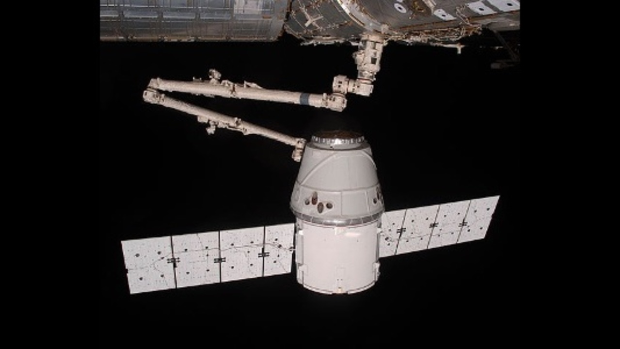 SpaceX Dragon, 5,500 pounds of supplies, arrive at space ...