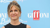 Teen's question moves Jennifer Aniston to tears