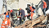 Aftershocks rattle rescuers as death toll climbs to 267