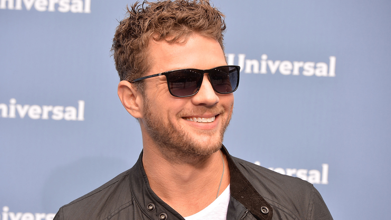 Ryan Phillippe Shows Off His Six-Pack Abs -- See the Sexy... Ryan Phillippe