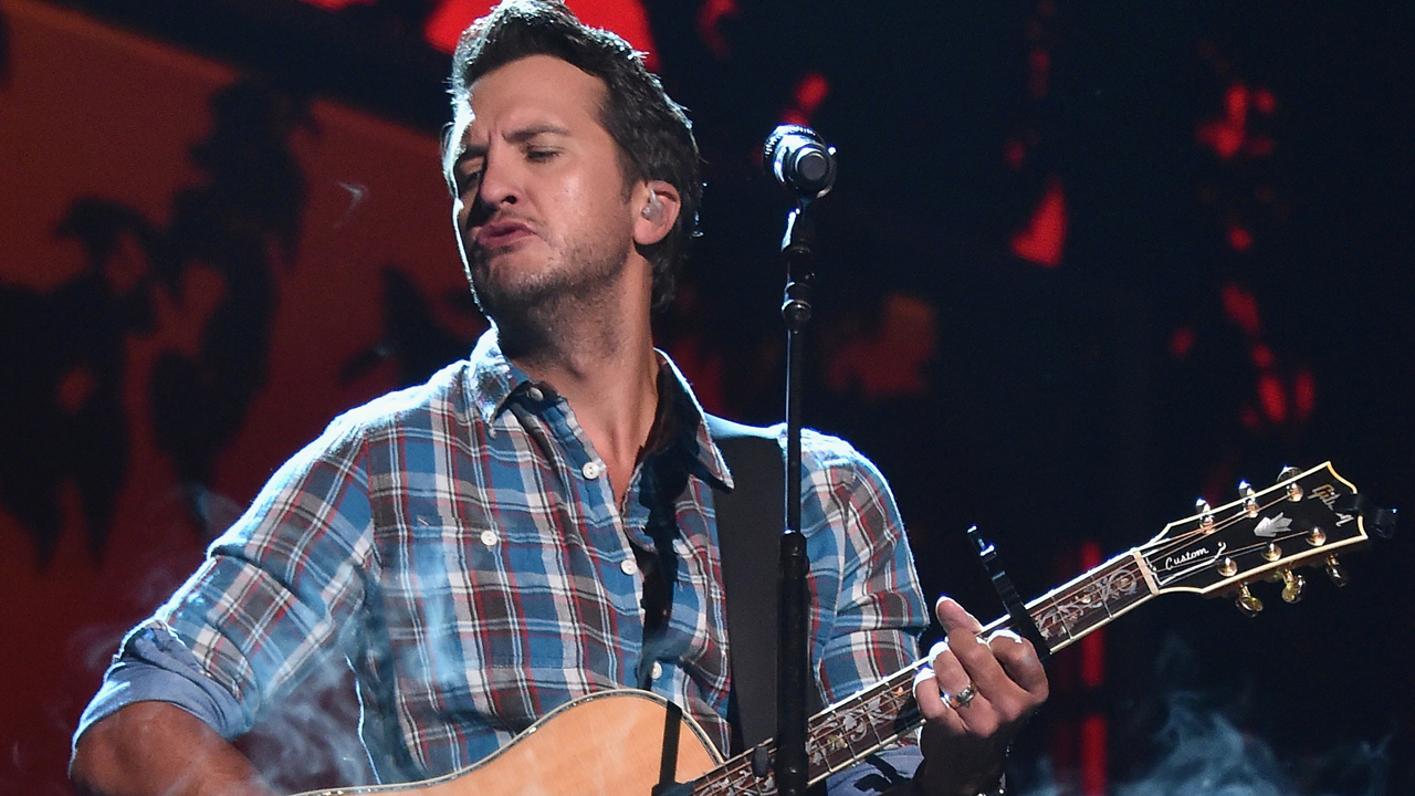 Luke bryan mourns the death of his infant niece thanks for What did luke bryan s sister died of