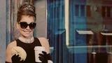 Kelly Ripa Channels 'Breakfast at Tiffany's' Pre-Oscars