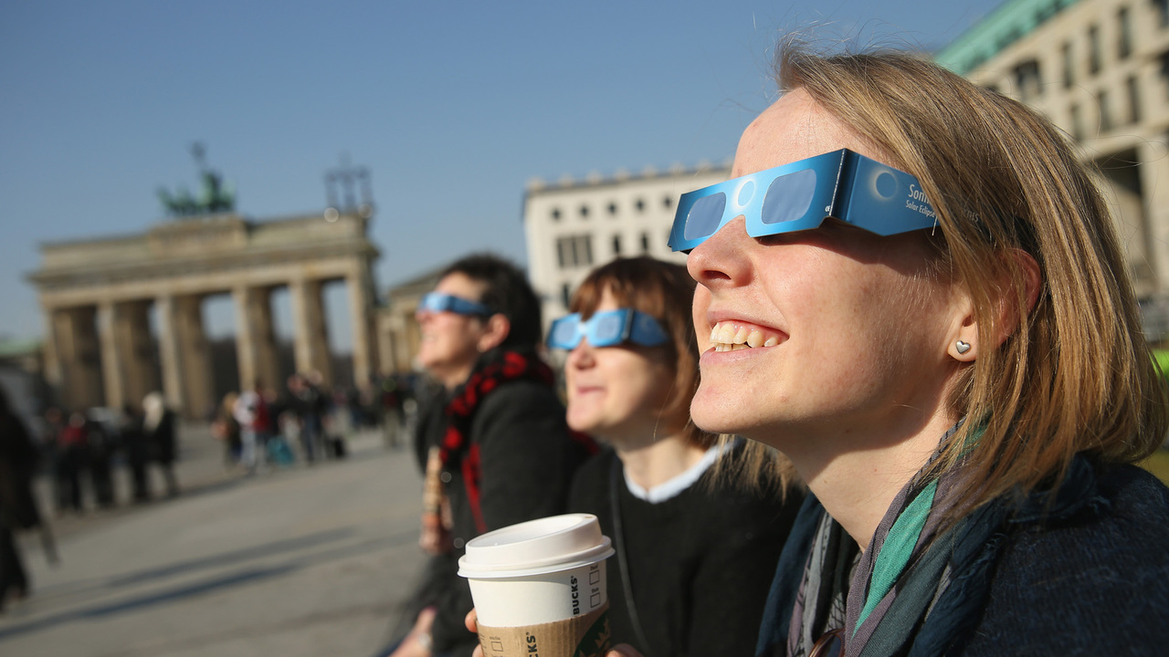 How to avoid buying 39 bogus 39 solar eclipse glasses for What happens if you don t wear solar eclipse glasses