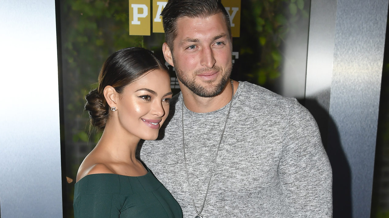 Party 720 Tim Tebow Takes Knee Asks  Universe